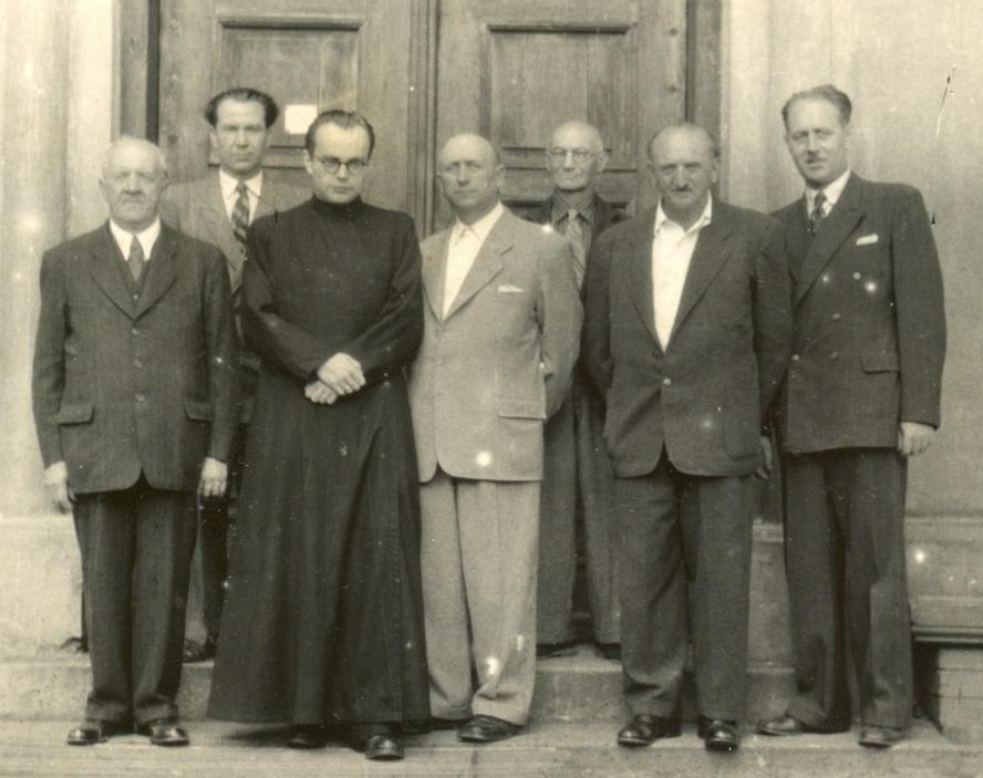Sbor starších s administrátorem otcem Mužíkem